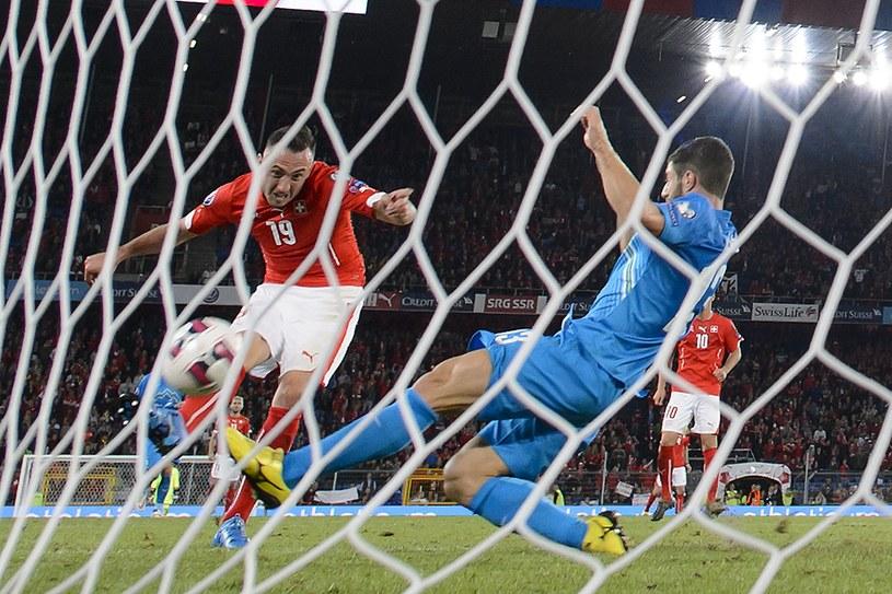 Josip Drmić strzela zwycięską bramkę dla Szwajcarów /AFP