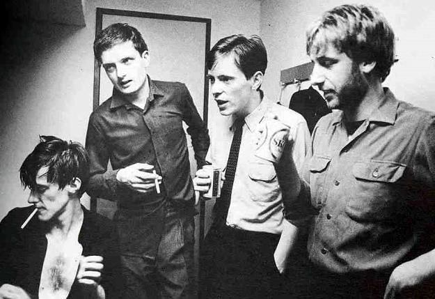 Joy Division (Ian Curtis drugi z lewej) /
