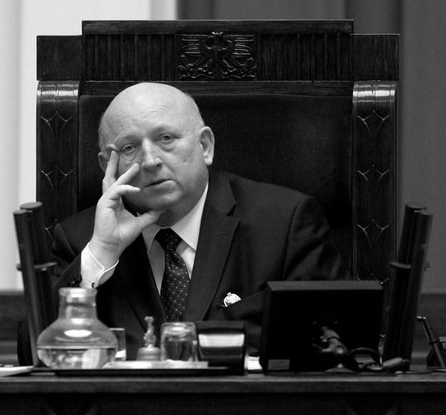 Józef Oleksy nie żyje. Tutaj na zdjęciu archiwalnym z 22.12.2004 roku /Piotr Rybarczyk /PAP