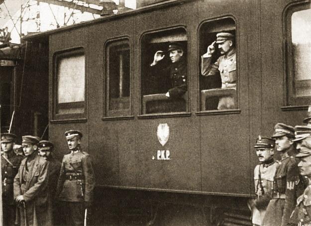 Józef Piłsudski i ukraiński ataman Semen Petlura na dworcu kolejowym w Winnicy podczas wspólnej wyprawy na Kijów - maj 1920 r. /FoKa /Agencja FORUM
