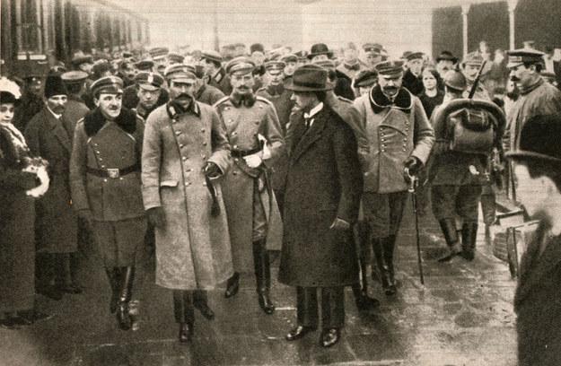 Józef Piłsudski na dworcu w Warszawie /reprodukcja Piotr Mecik /Agencja FORUM
