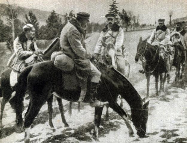 Józef Piłsudski na kasztance z oddziałami I Brygady Legionów (jesień 1914 r.) /Piotr Mecik /Agencja FORUM