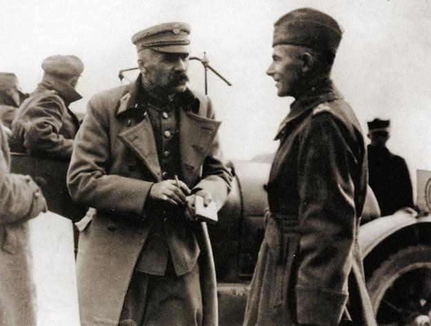 Józef Piłsudski, Naczelny Wódz Wojska Polskiego w rozmowie z gen. Edwardem Rydzem-Śmigłym, w czasie wyprawy kijowskiej wiosną 1920 roku /Agencja FORUM