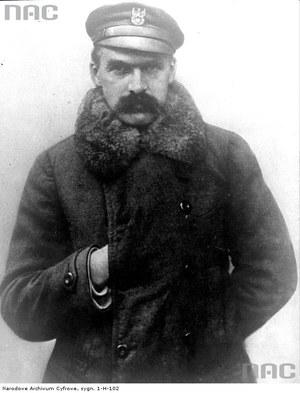 Józef Piłsudski - w takim zimowym stroju zapamiętali go limanowianie /Z archiwum Narodowego Archiwum Cyfrowego