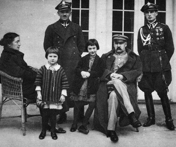 Józef Piłsudski z rodziną, Sulejówek 1925 /Ze zbiorów Muzeum Kresowego Muzycznego Domu/reprodukcja: Piotr Mecik /Agencja FORUM