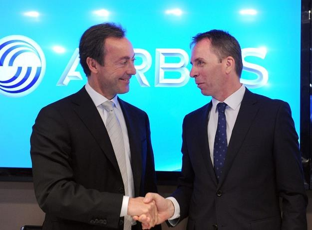 Jozsef Varadi, prezes WizzAira (P) i prezydent Airbusa Fabrice Bregier (L) /AFP