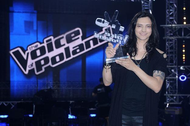 """Juan Carlos Cano z nagrodą za zwycięstwo w """"The Voice Of Poland"""" /MWMedia"""