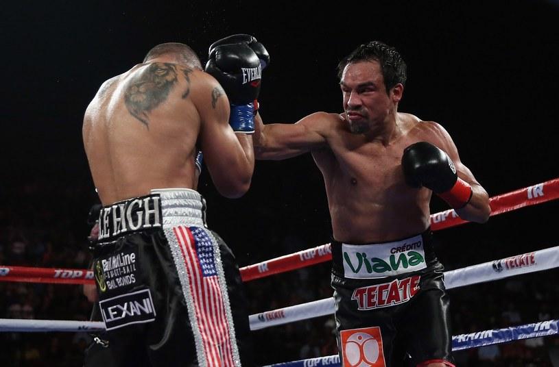 Juan Manuel Marquez (z prawej) w walce z Mike'm Alvarado /AFP
