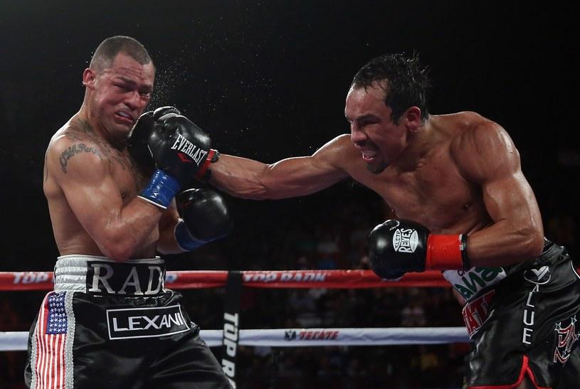 Juan Manuel Marquez (z prawej) w walce z Mikiem Alvarado /AFP
