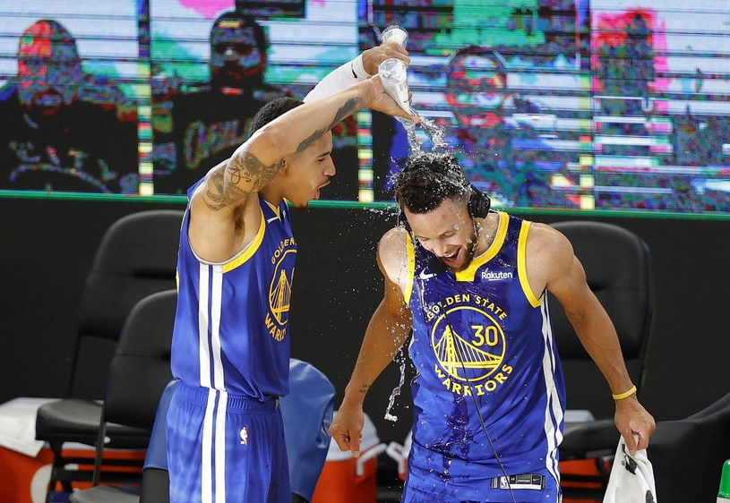 Juan Toscano-Anderson i Stephen Curry /AFP