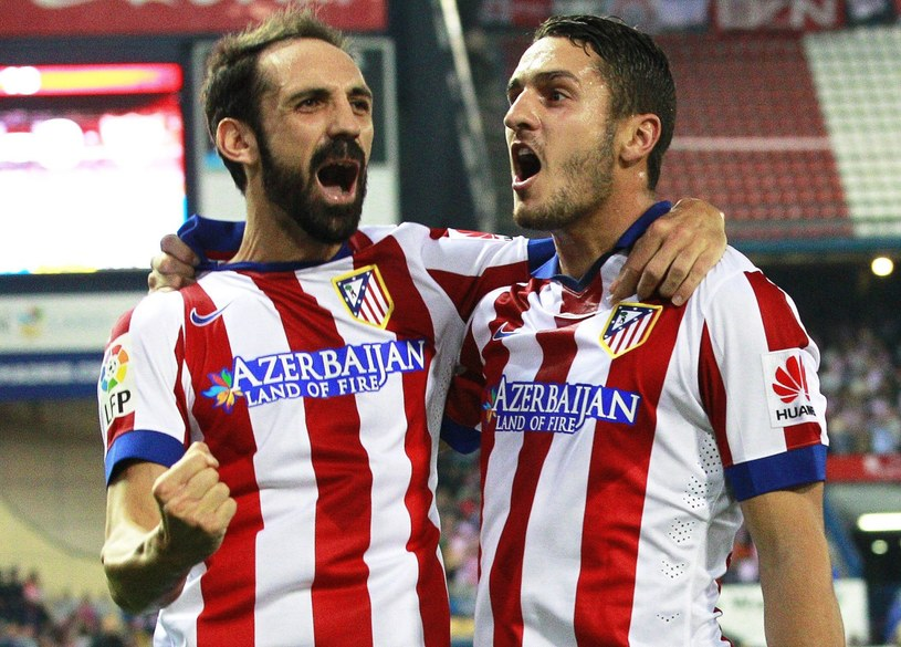 Juanfran (z lewej) i Koke cieszą się z gola /AFP
