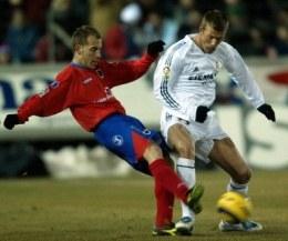 Juanlu i Beckham walczą o piłkę. Numancia-Real 1:2 /AFP