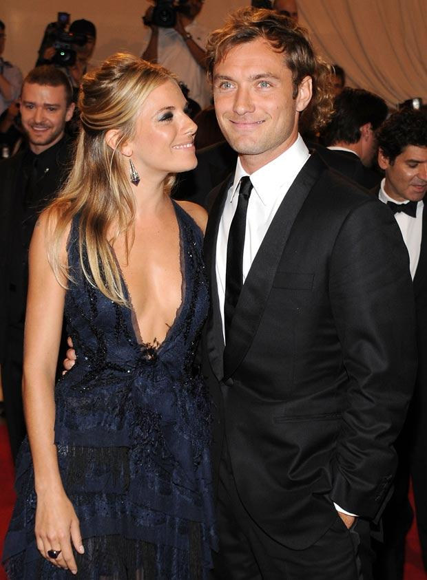 Jude Law i Sienna Miller, fot. Larry Busacca   /Getty Images/Flash Press Media