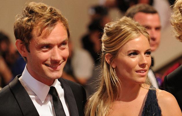 Jude Law i Sienna Miller, fot. Stephen Lovekin  /Getty Images/Flash Press Media