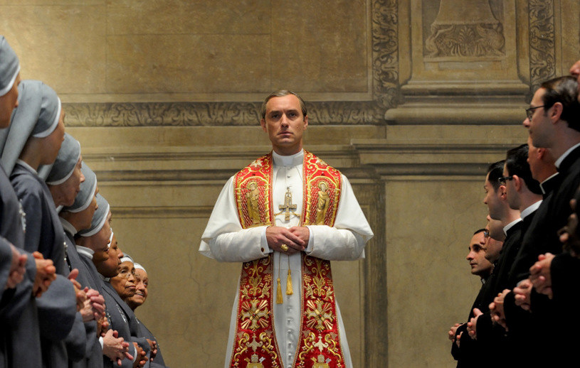 """Jude Law w serialu """"Młody papież"""" /HBO"""