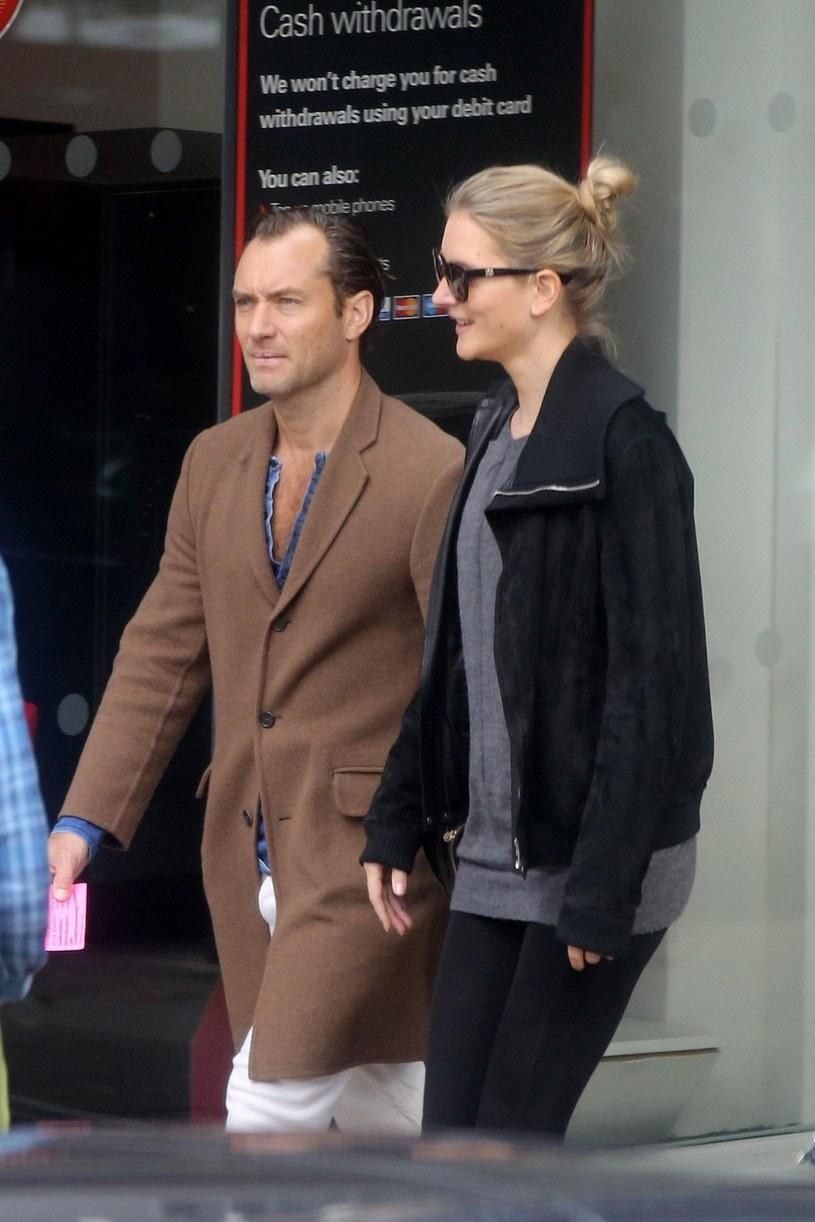 Jude Law z partnerką, Phillipy Coan /East News