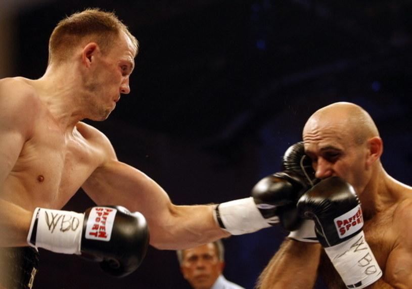 Juergen Braehmer w walce z Polakiem Aleksym Kuziemskim na ME 2009 r. w Budapeszcie /AFP