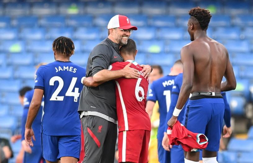 Juergen Klopp i jego Liverpool FC pędzą po kolejny tytuł mistrza Anglii /PAP/EPA