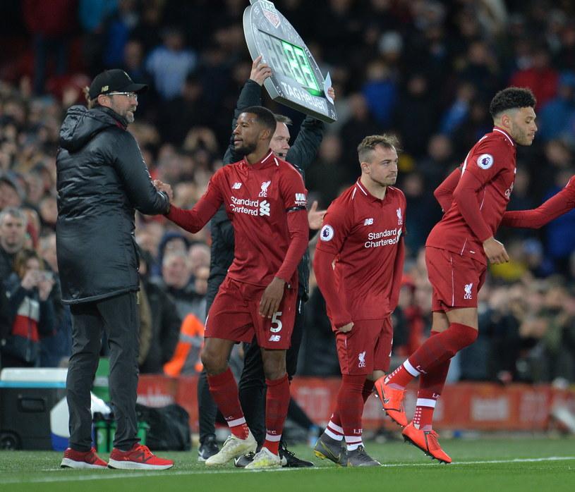 Juergen Klopp (z lewej) po raz drugi z rzędu wprowadził Liverpool do półfinału Ligi Mistrzów /PAP/EPA/PETER POWELL /PAP/EPA