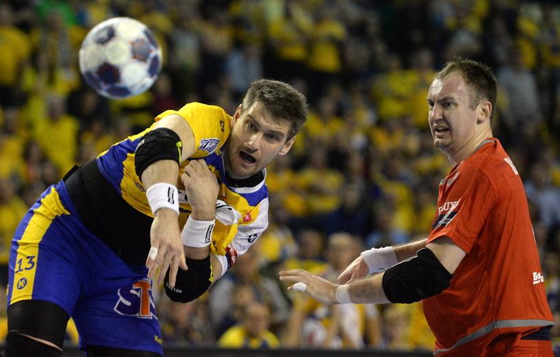 Julen Aguinagalde (z lewej) rzucił pięć goli w meczu z Mieszkowem /Fot. Piotr Polak /PAP