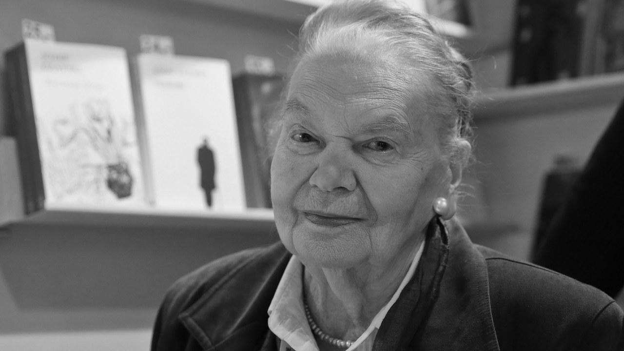 Julia Hartwig nie żyje. Była wybitną poetką
