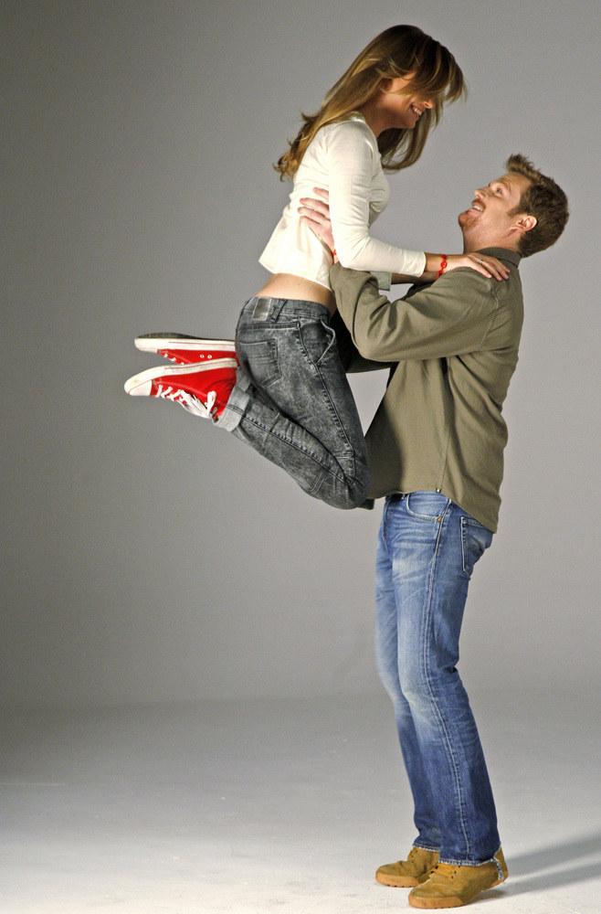 Julia i Ian uwielbiają aktywny wypoczynek, taniec i narty /Jordan Krzemiński /AKPA