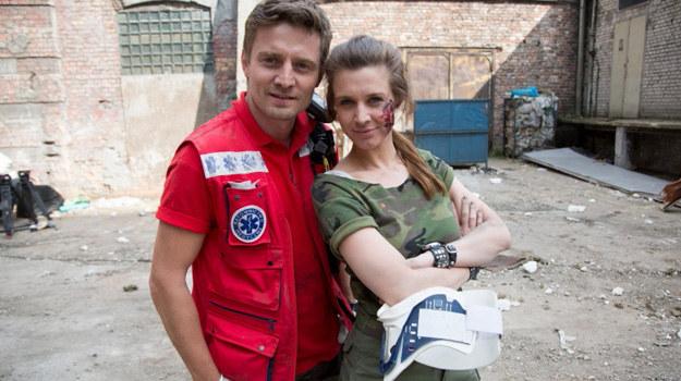 """Julia Kamińska i Marcin Rogacewicz w serialu """"Na dobre i na złe"""" /Agencja W. Impact"""