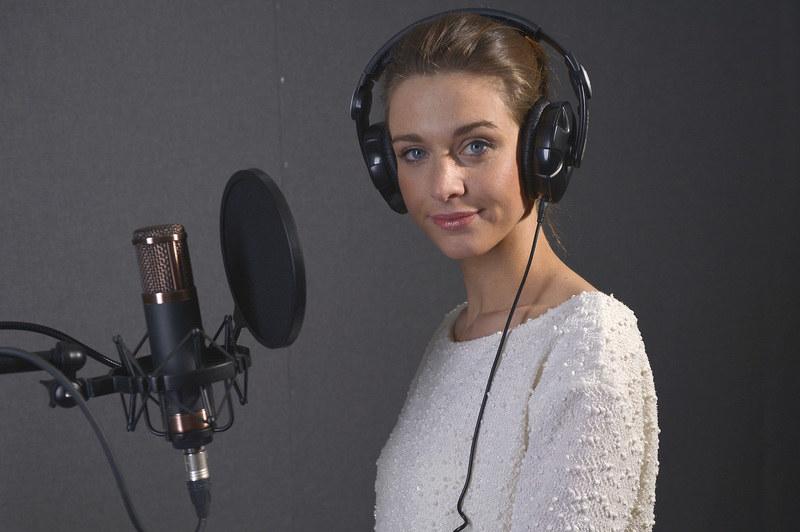 Julia Kamińska podczas nagrania charytatywnego teledysku dla Alicji Borkowskiej /Gałązka /AKPA
