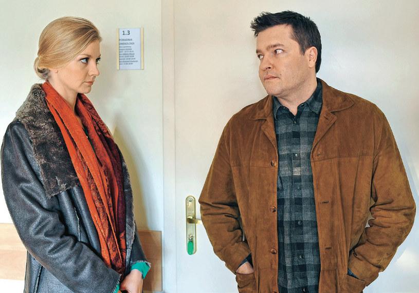 Julia poprosi Michała, żeby nie wchodził z nią do gabinetu ginekologa /Świat Seriali