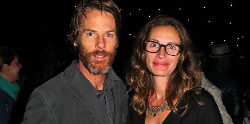 Julia Roberts i jej mąż Danny Moder w Malibu (2013) /David Buchan /Getty Images