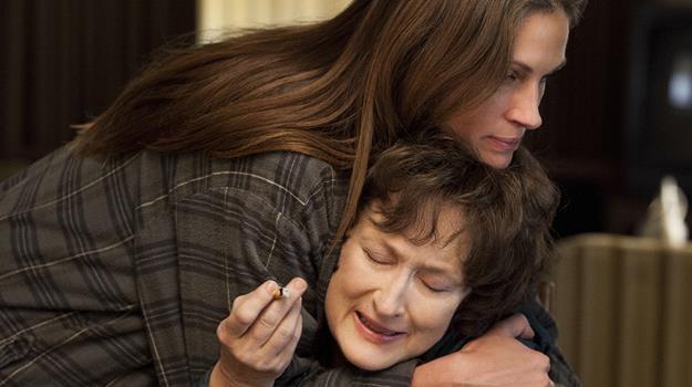 """Julia Roberts i Meryl Streep w scenie z filmu """"Sierpień w hrabstwie Osage"""" /materiały dystrybutora"""