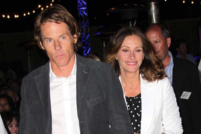Julia Roberts jest żoną Daniela Modera od 11 lat. Ma z nim trójkę dzieci /Getty Images