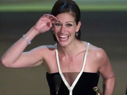 Julia Roberts w oscarowej kiecce od Valentino /arch. AFP