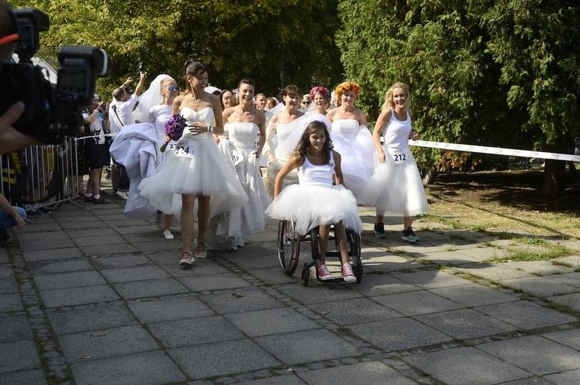 Julia Torla, Miss Polski na wózku 2014, bierze udział w Biegu w Sukniach Ślubnych /Press Photo Center /East News