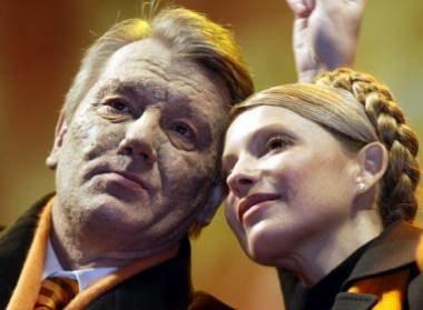 Julia Tymoszenko i Wiktor Juszczenko razem świętowali zwycięstwo Pomarańczowej Rewolucji /AFP