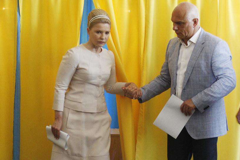 Julia Tymoszenko (z lewej) z mężem w komisji wyborczej, 25 maja 2014 /ANATOLIY STEPANOV /AFP
