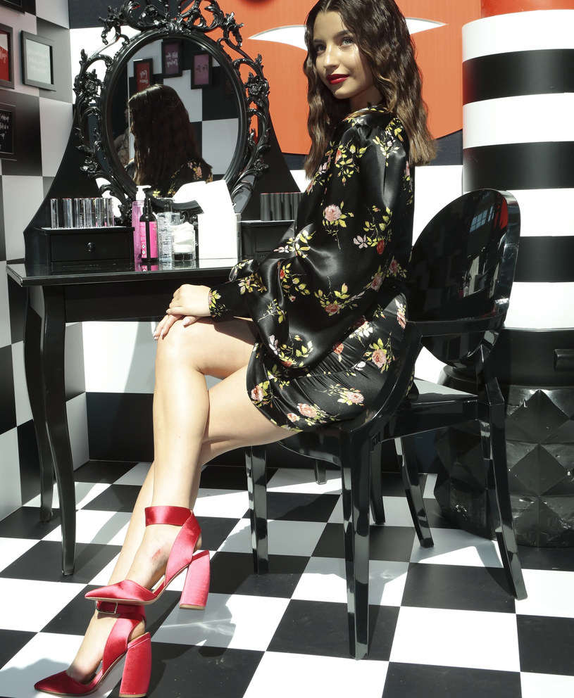 Julia Wieniawa w najmodniejszych butach tego roku! /East News