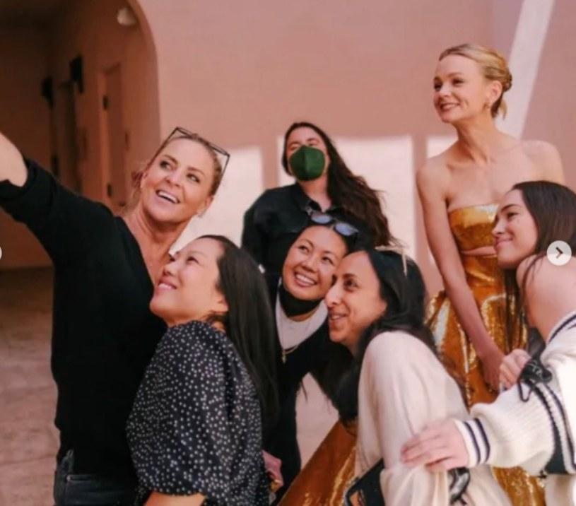 Julia ( z prawej strony) na zdjęciu z aktorką Carey Mulligan. Screen pochodzi z https://www.instagram.com/jennychohair/ /Instagram/jennychohair /Instagram