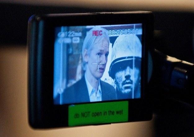 Julian Assange, prowadzący stronę WikiLeaks, szybko stał się bardzo kontrowersyjną postacią /AFP