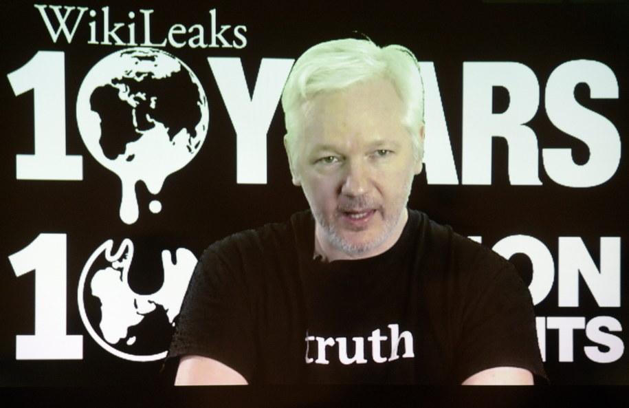 Julian Assange /MAURIZIO GAMBARINI  /PAP/EPA