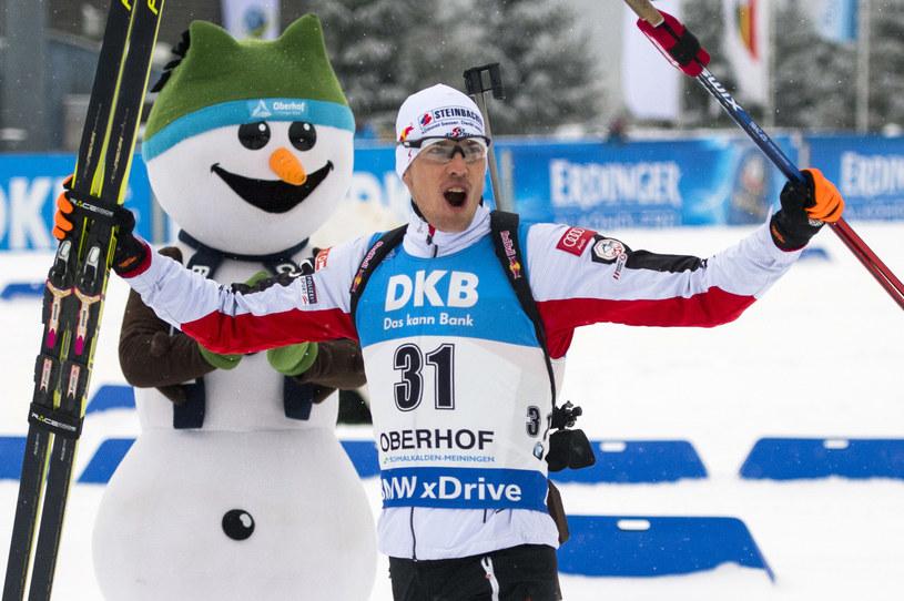 Julian Eberhard wygrał sprint w Oberhofie /AFP