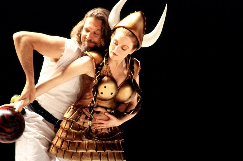 "Julianne Moore i Jeff Bridges w filmie ""Big Lebowski"" /materiały dystrybutora"