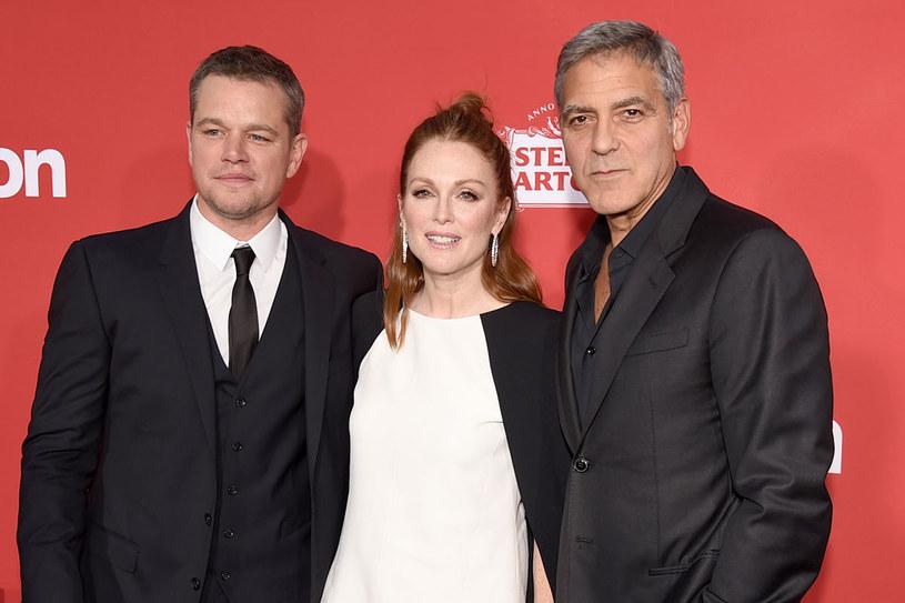"Julianne Moore, Matt Damon i George Clooney podczas premiery filmu ""'Suburbicon"" /Getty Images"