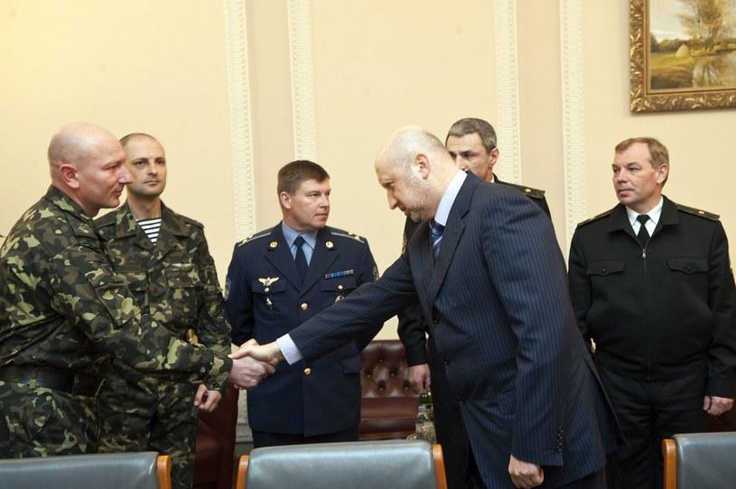 Julij Mamczur (trzeci z lewej) /AFP