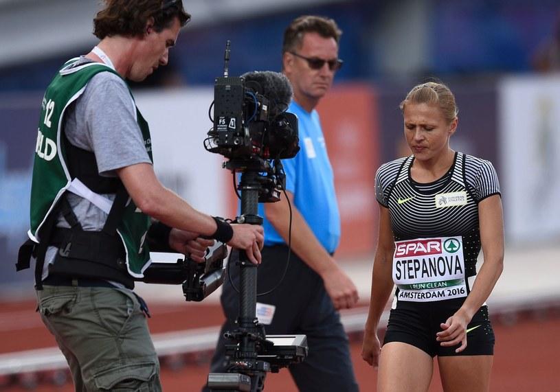 Julija Stiepanowa (z prawej), po udzieleniu wywiadu musi się ukrywać. /AFP