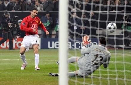 Julio Cesar wybronił wszystkie strzały piłkarzy Man United /AFP