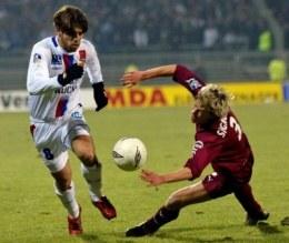 Juninho mija Signorino. OL-Metz 2:0 /AFP