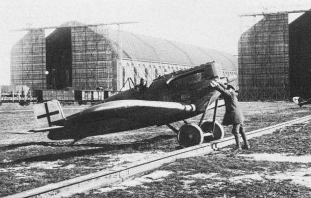 Junkers D.I należący do Kampfgeschwader Sachsenberg na lotnisku Wainoden /materiały prasowe