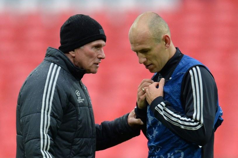 Jupp Heynckes (L) oraz Arjen Robben (P) /PATRIK STOLLARZ /AFP