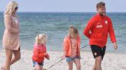 Jurata: Kuba Błaszczykowski z żoną i córkami na plaży